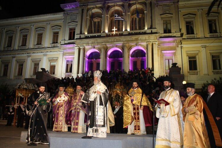 wielkanoc w grecji msza na placu Miaouli