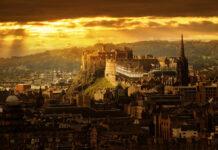 zamek w edynburgu wznosi się nad miastem