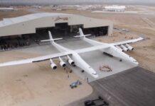 największy samolot świata tak zwany samolot-nosiciel firmy stratolaunch systems