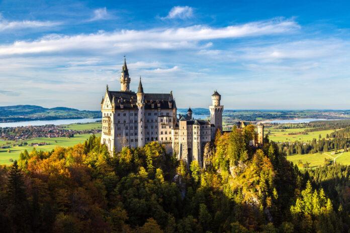piękny zamek neuschwanstein w niemczech