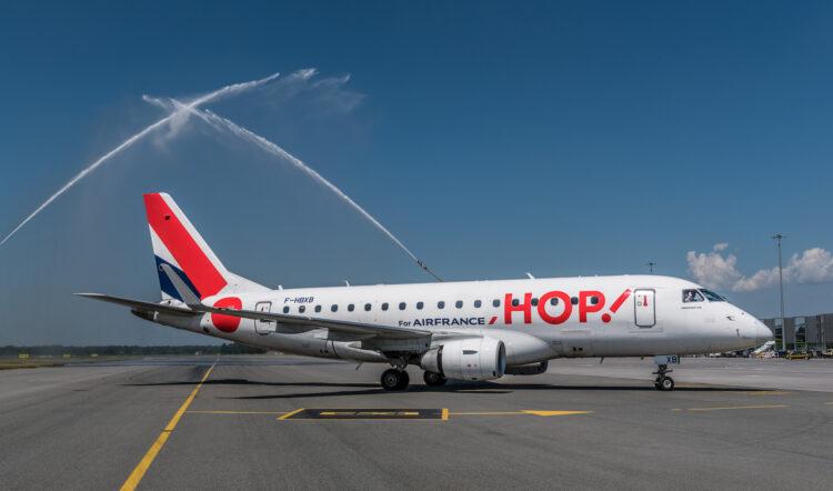 samolot Air France HOP na lotnisku we Wrocławiu