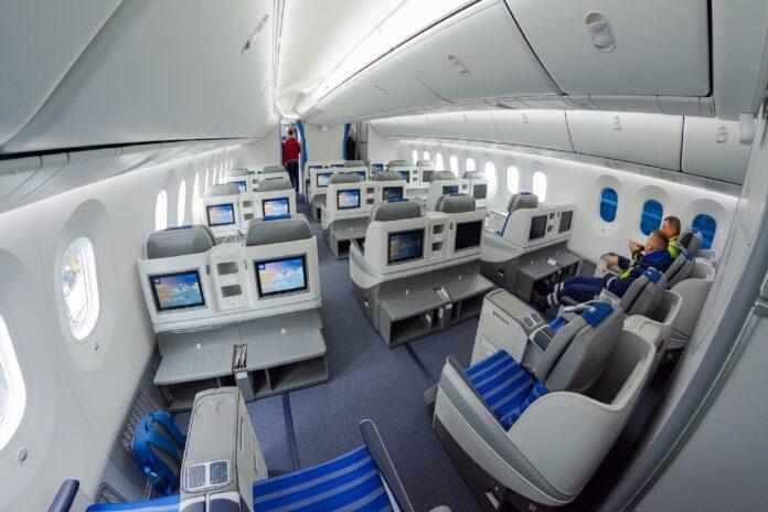 Wnętrze nowego dreamlinera LOT-u B787-9 w klasie biznes