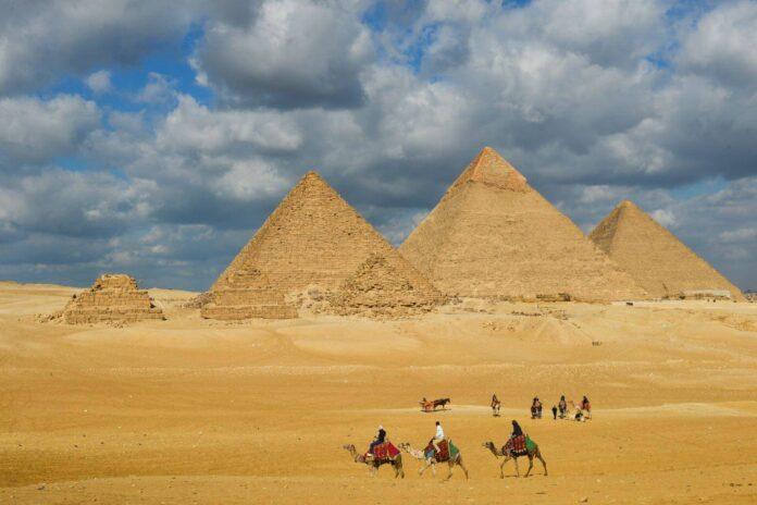 Piramidy w Gizie w Egipcie