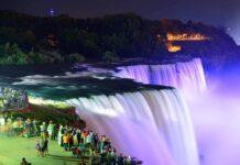 kolorowo oświetlony wodospad Niagara