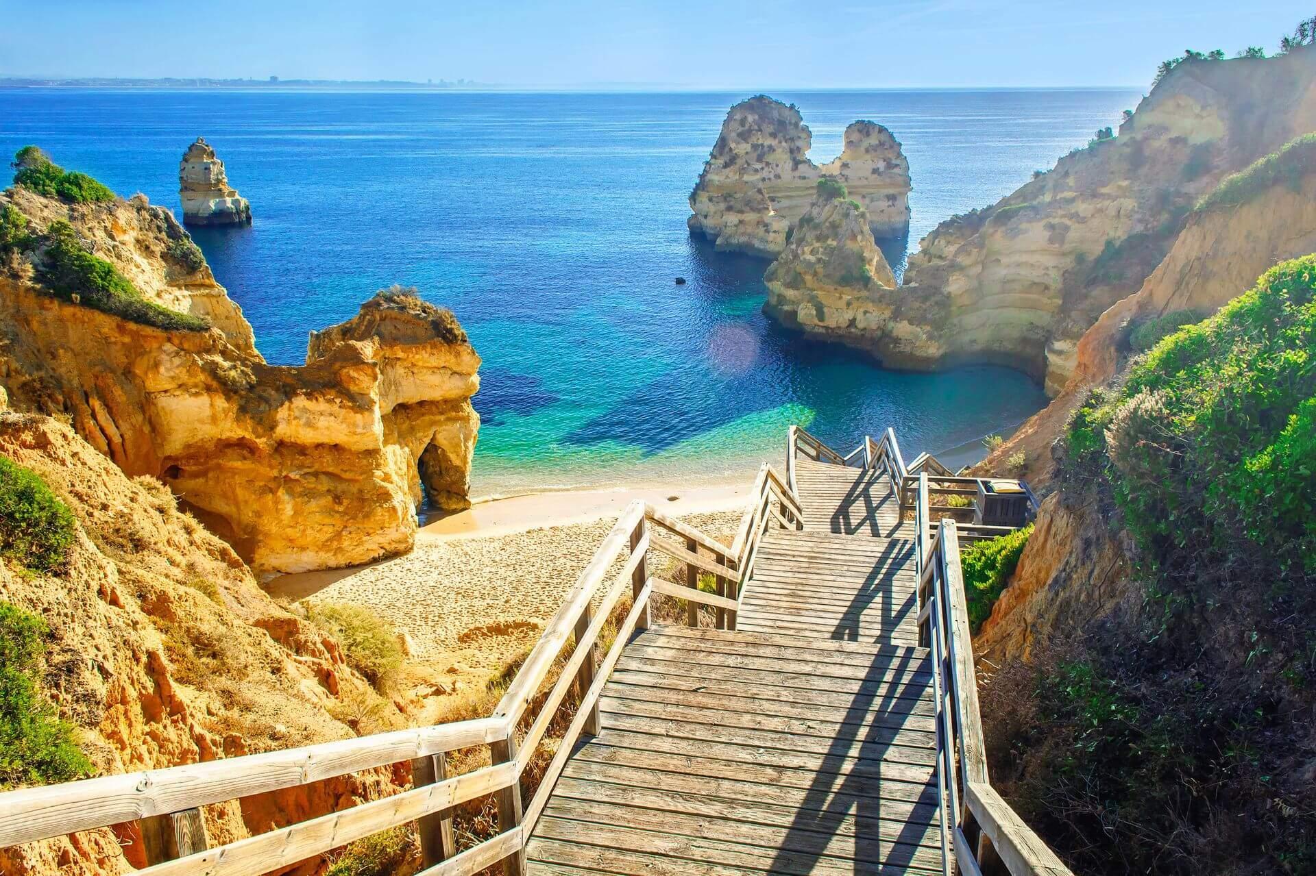 drewniane schody na plażę algarve portugalia wakacje