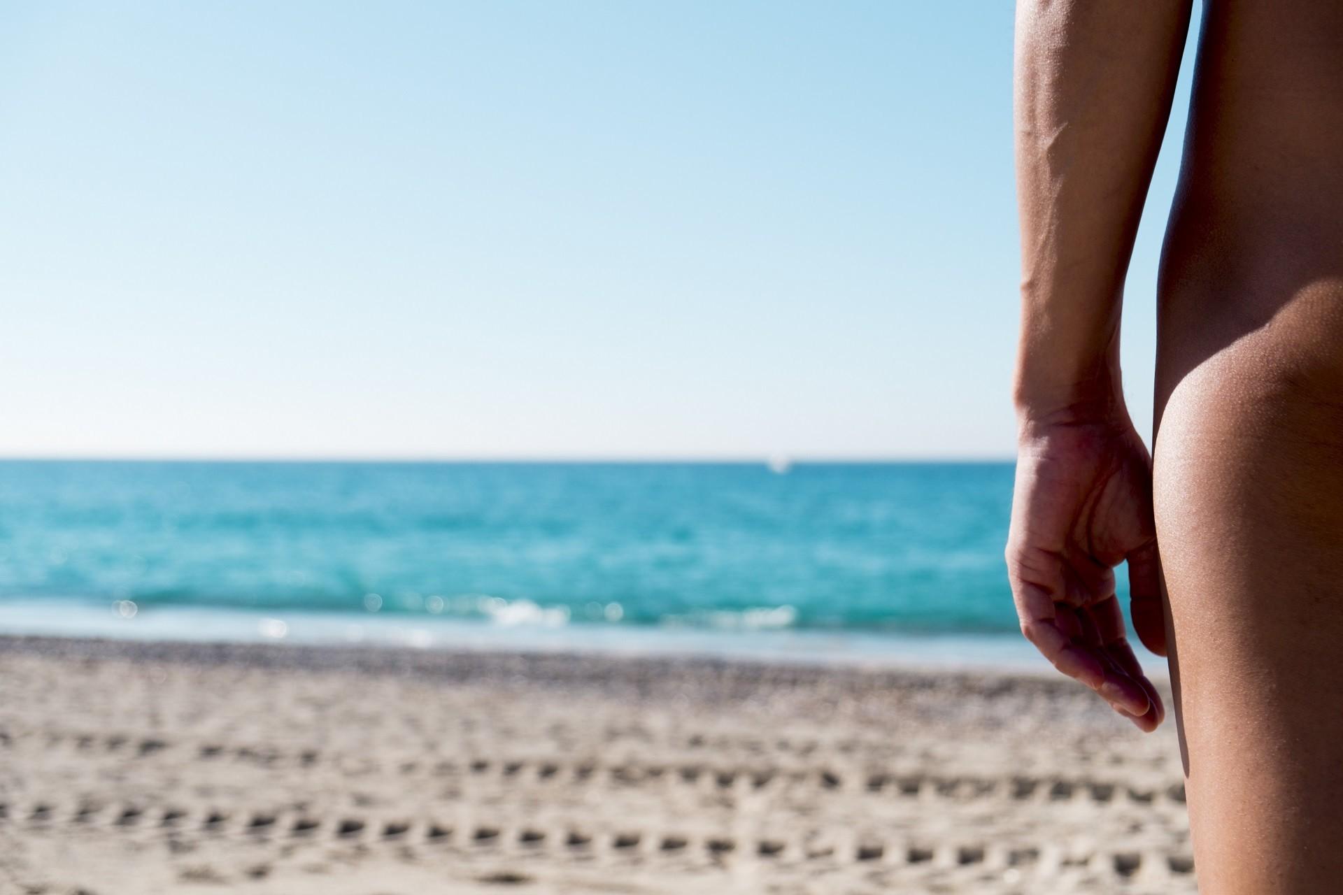 Filmy dla nudystów na plaży