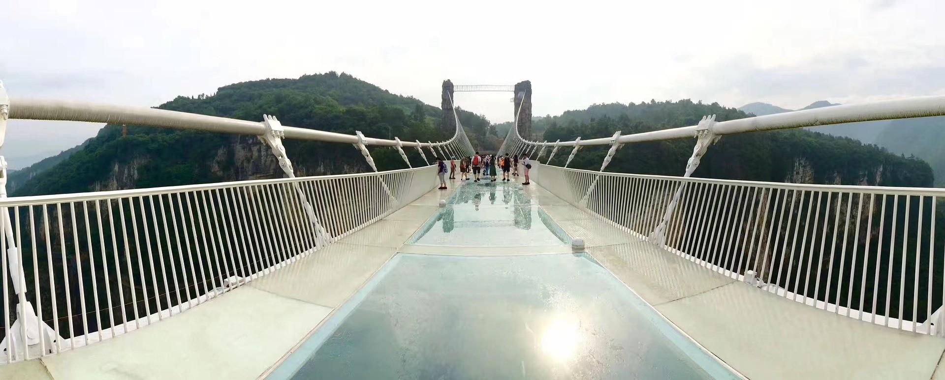 Chiński szklany most w Zhangjiajie