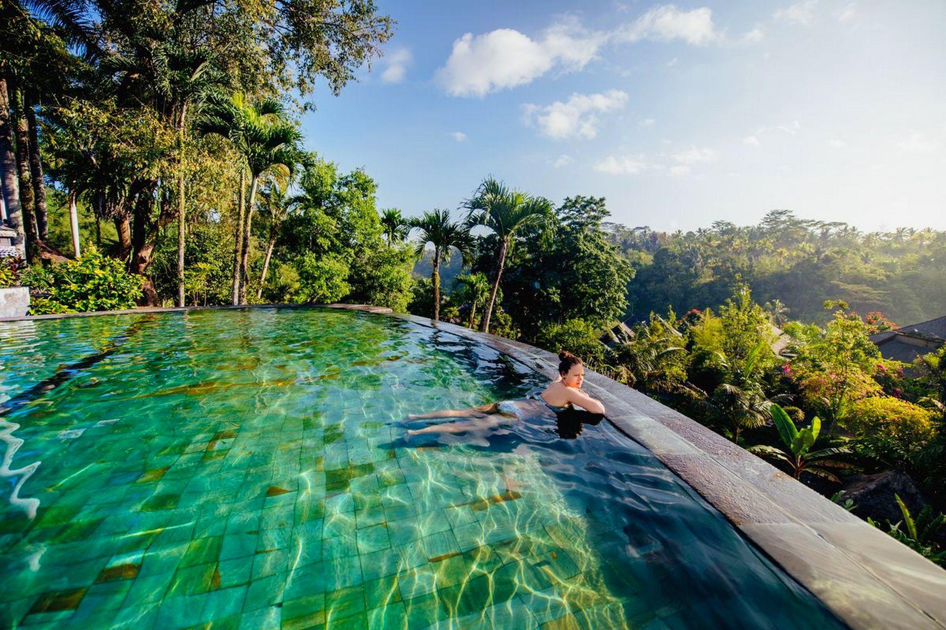 basen infinity w hotelu na bali indonezja