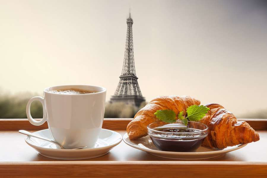 Kawa-Pary-Coffee-with-croissants-against-Eiffel-Tower-in-Paris-France-shutterstock_231190174