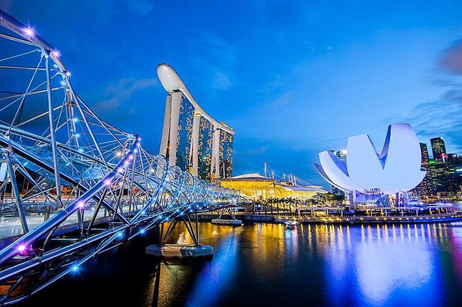 most-Helix-Singapur-shutterstock_205430893-1