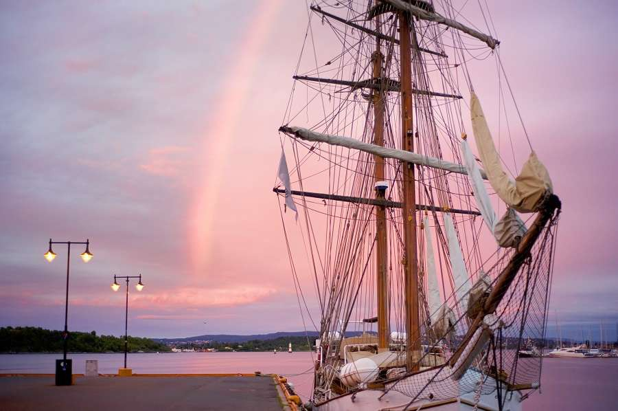 Oslo-Sunrise-in-Oslo.-White-sailing-yacht-pier-and-a-rainbow-shutterstock_95315674-1