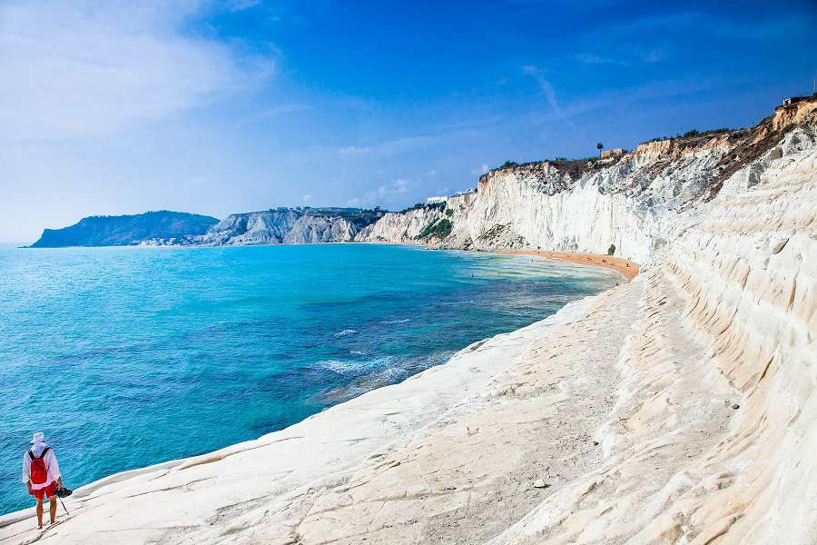 White-beach.-Scala-dei-Turchi-on-Sicily-Italy_shutterstock_266230829-1