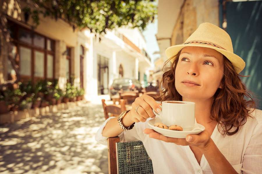 kawa-Young-beautiful-woman-drinking-coffee-in-summer-cafe-outdoors-shutterstock_273501755