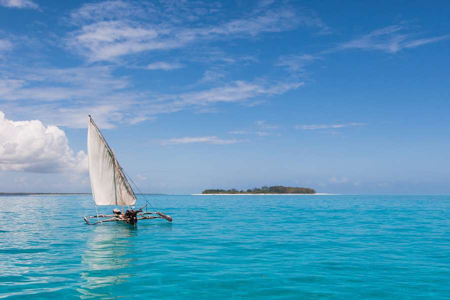 Fisherman-sailing-home-to-Zanzibar-in-his-Dhow-shutterstock_399756196-1