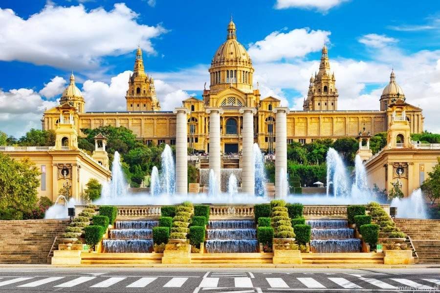 WOW! Barcelona w maju za 536 zł (lot + hotel)