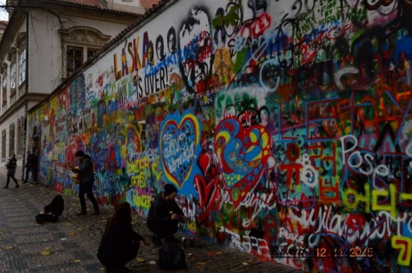 Mur Johna Lennona w Pradze